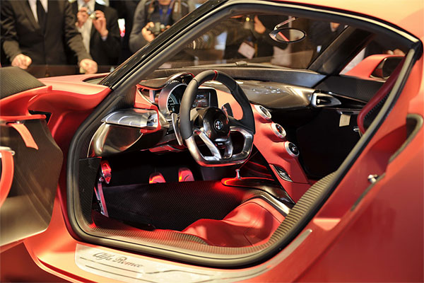 2014_alfa_romeo_4C_steering_and_dashboard